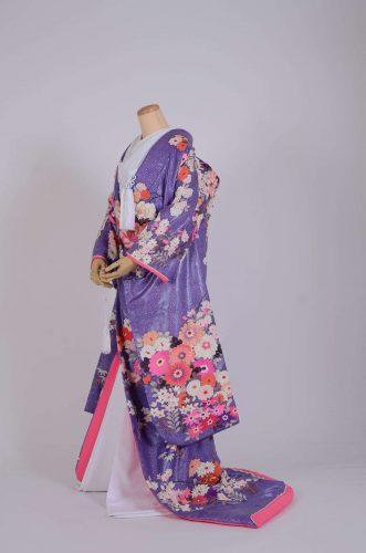 色打掛薄紫地菊芍薬