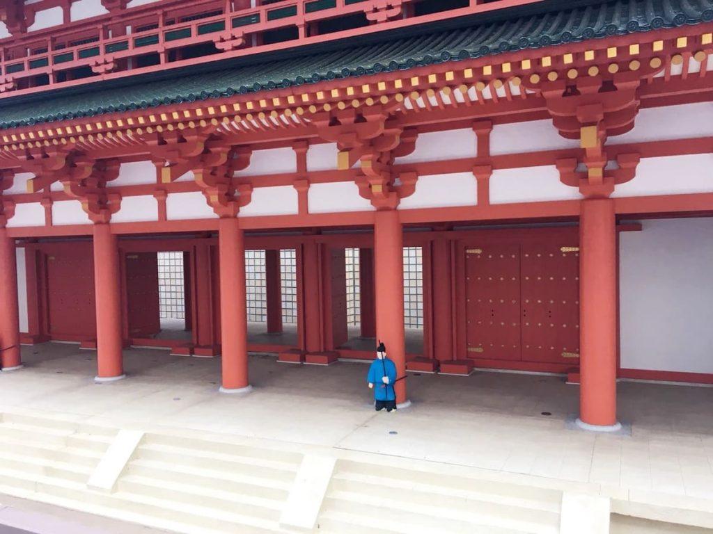 京都駅で羅城門(らじょうもん)を見る